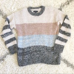 American Eagle Jegging fit Fuzzy Sweater M